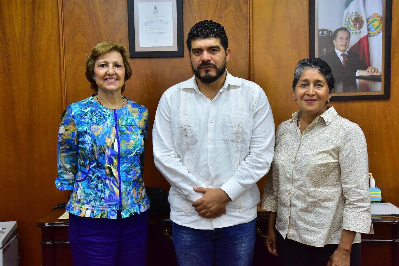La Secretaría de Educación de Veracruz (SEV) y la empresa Tenaris Tamsa se reunieron para acordar el impulso de los programas educativos, que beneficiarán a 170 estudiantes de excelencia académica, de secundaria y bachillerato, con una beca de 10 mil pesos.