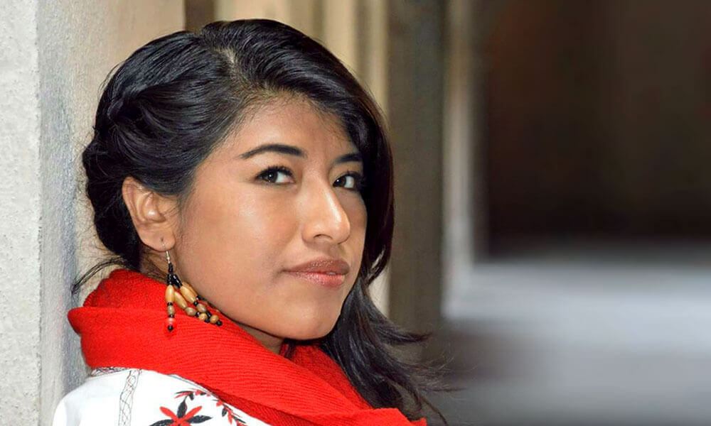 María Reyna González López dejó su comunidad mixe en Santa María Tlahuitoltepec, Oaxaca, para convertirse en una cantante de ópera y seguir sus sueños.