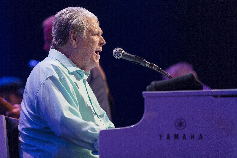 Brian Wilson pospuso sus próximos conciertos admitiendo que se siente