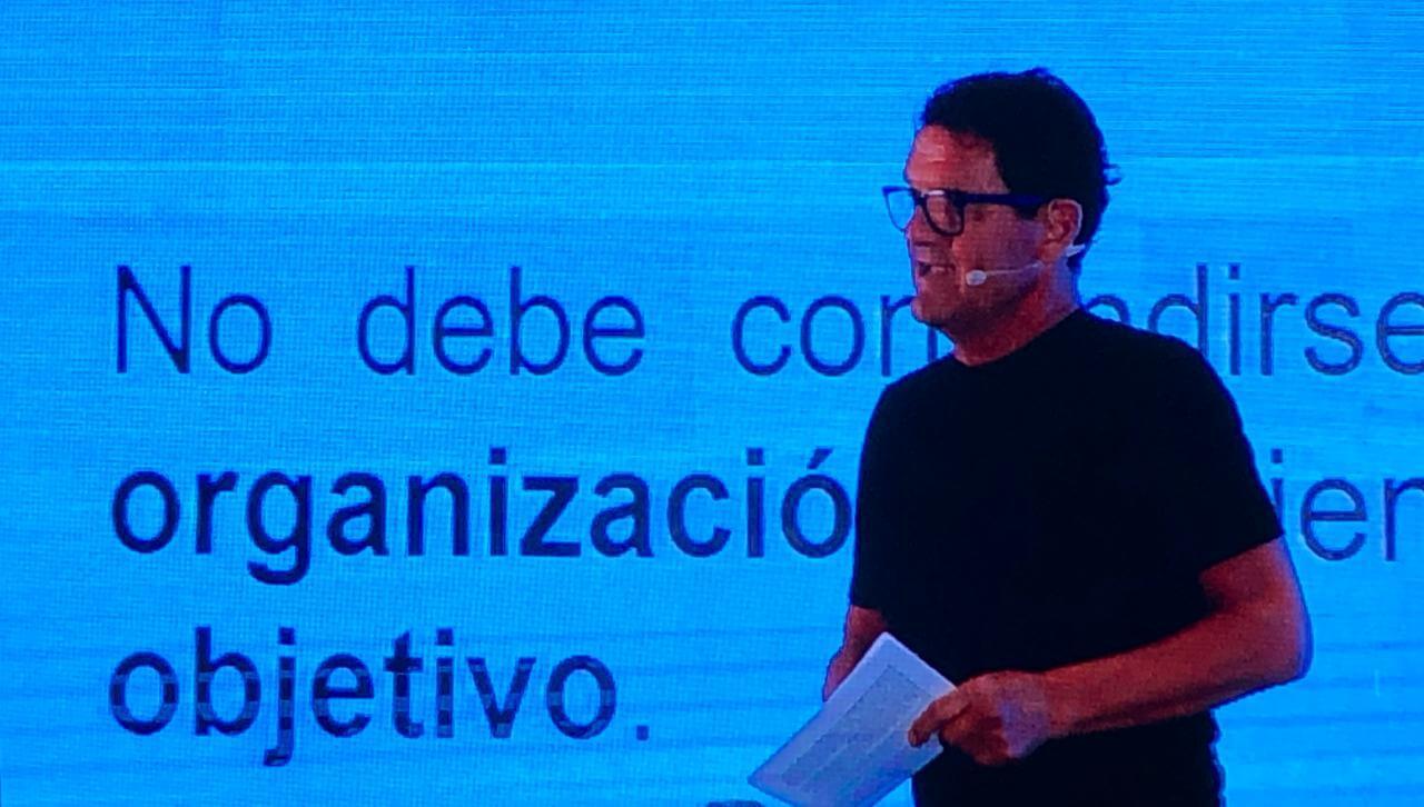 El internacional estratega italiano Fabio Capello brindó magistral conferencia en la Reunión Anual del Futbol Mexicano en donde hizo incapíe en que nada en el futbol es fortuito, sino se basa en el trabajo, la mentalidad y el alcance de los objetivos individuales y colectivos.