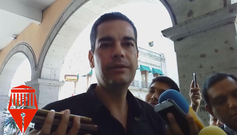 Los policías municipales de Xalapa no han recibido armamento, reconoció el regidor de la Comisión de Seguridad Pública, Juan Gabriel Fernández Garibay.